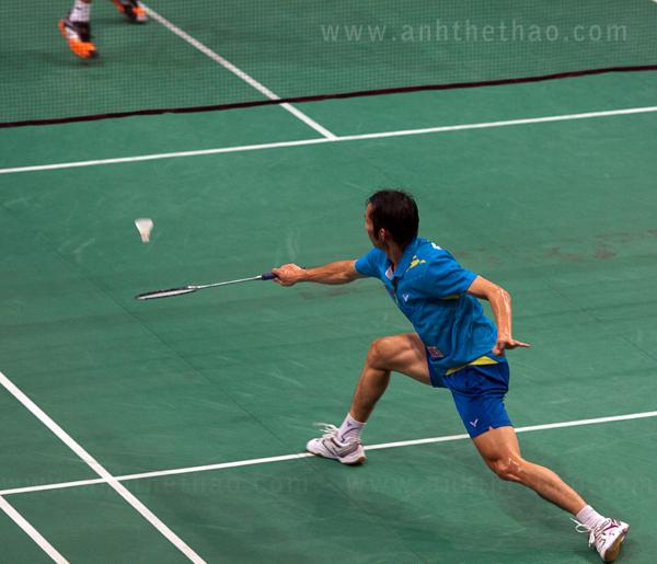Tiến Minh đỡ cầu trước đối thủ Indonesia