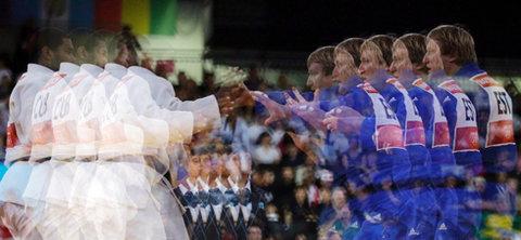 'Bản sao' của hai võ sĩ judo ở hạng cân 100 kg cũng đang chuẩn bị 'tung chưởng'.