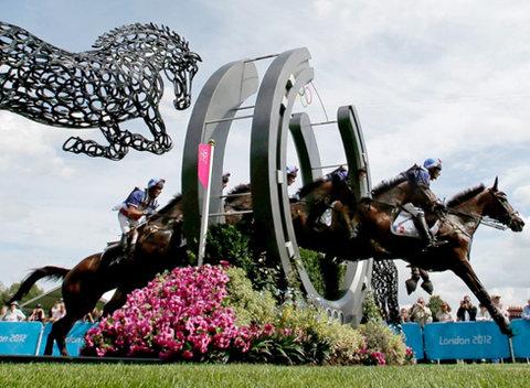 Hình ảnh ấn tượng của VĐV đua ngựa, Lionel Guyon.