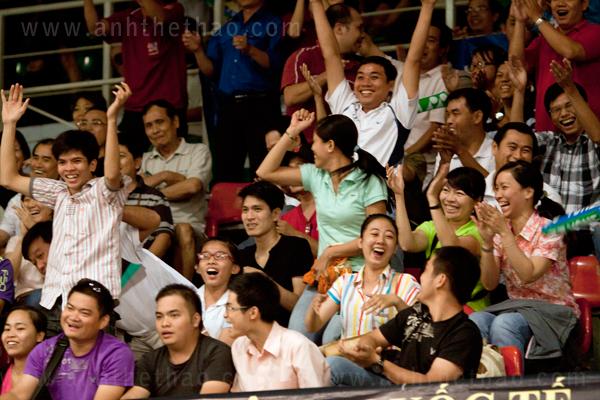 Khán giả cuồng nhiệt khi Tiến Minh chiến thắng