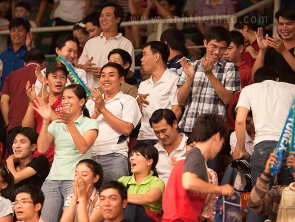 Vui mừng khi Tiến Minh chiến thắng trước tay vợt Indonesia