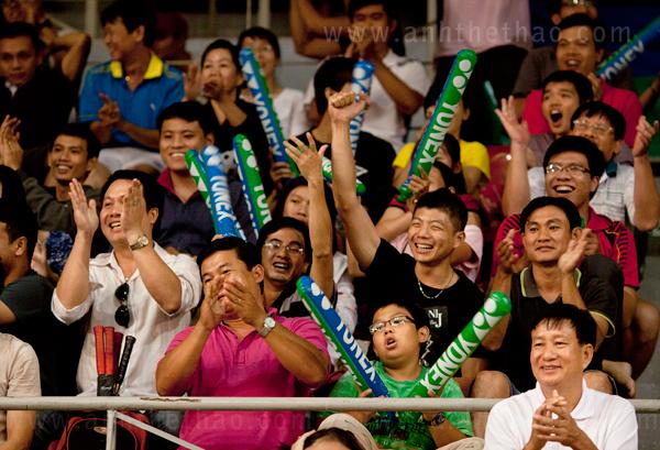 Khán giả cuồng nhiệt khi Tiến Minh chiến thắng Indonesia