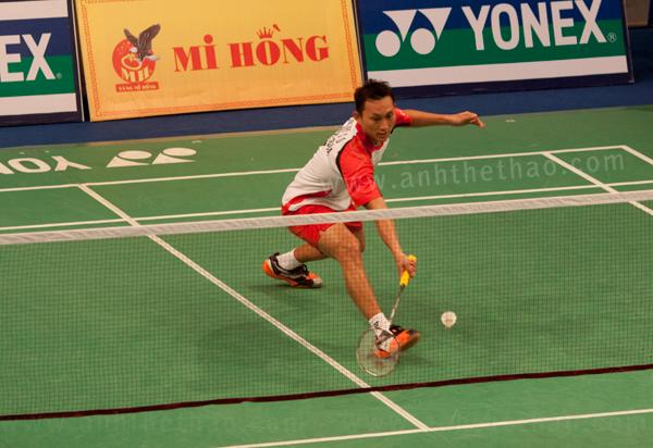Tay vợt Indonesia vật vã với cú bỏ nhỏ của Tiến Minh