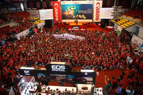 Hơn 1600 người đam mê nhiếp ảnh tham gia vào cuộc thi Canon Photo Marathon 2012 này. Đây cũng là năm đầu tiên cuộc thi bắt đầu thu phí người tham gia. Toàn bộ số tiền thu được sẽ dùng ủng hộ cho quỹ Hiểu về trái tim.