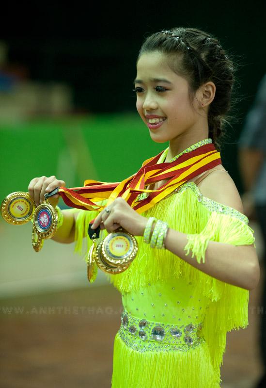 Cô bé đoạt 6 huy chương vàng