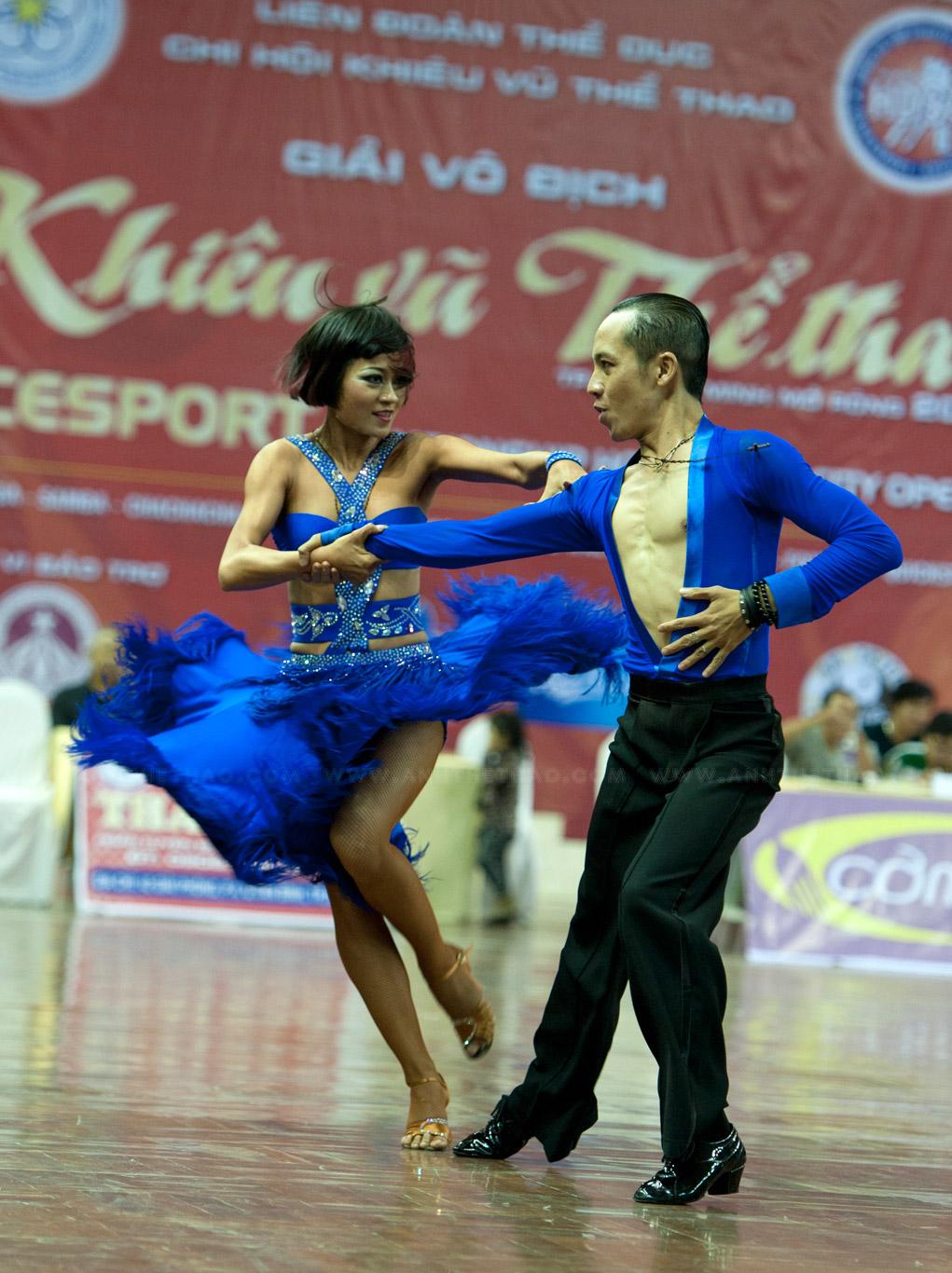 Cặp đôi với vũ điệu jive thật lôi cuốn