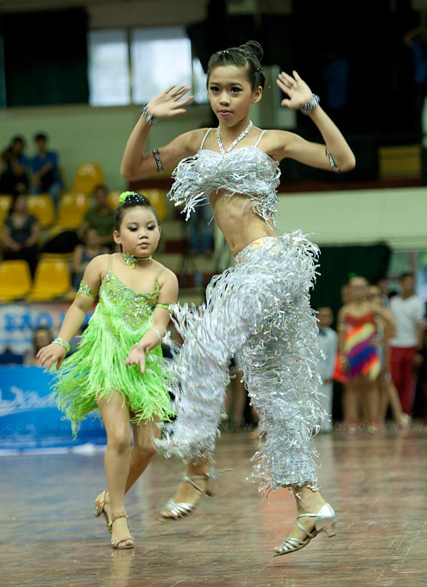 Vũ điệu Quickstep của bé gái đoạt 6 huy chương vàng