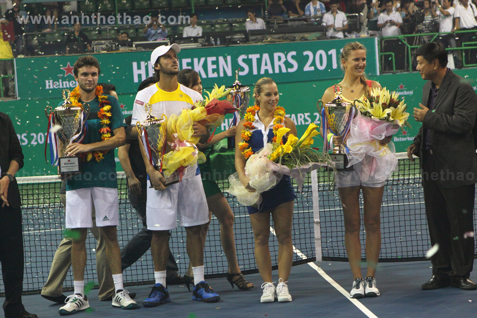 Trao cúp Heneiken stars 2012