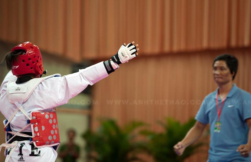 Kim Chi chia sẽ niềm vui chiến thắng với HLV