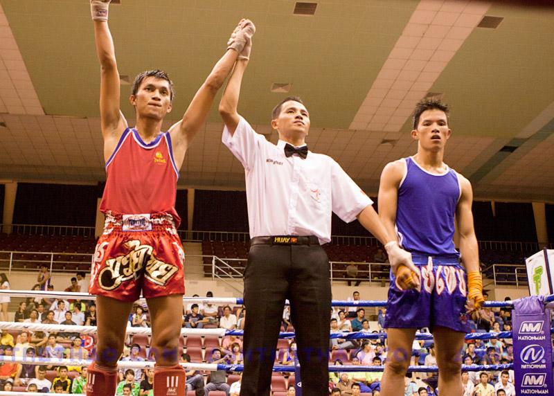 Nguyễn Trần Tự Do thắng trận Muay