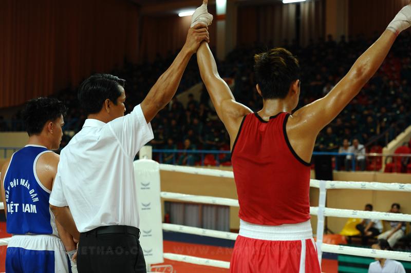 Võ sĩ boxing TP.HCM dành chiến thắng trước Võ sĩ Quan Khu 7