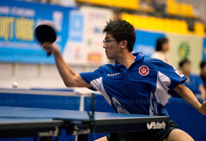 Pha bóng quyết liệt của tay vợt Hong Kong