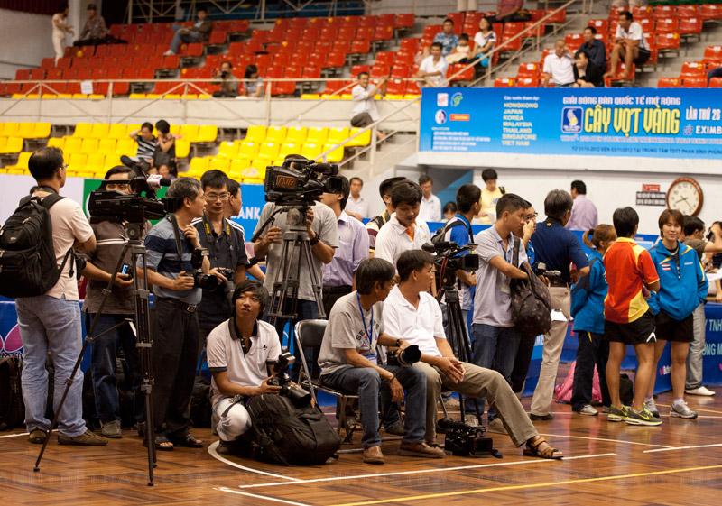 Đông đảo phóng viên trong đêm chung kết