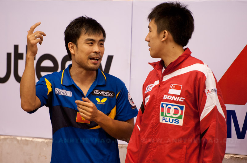 Tuấn Quỳnh và tay vợt Singapore đồng hạng ba đơn nam