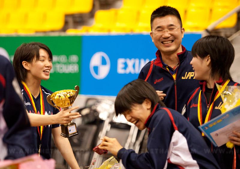 Các tay vợt Nhật Bản vui đùa