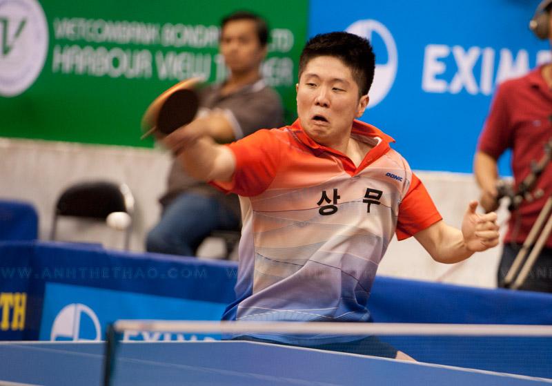 Tay vợt Lee Jin Kwon dành chiến thắng khá nhẹ nhàng
