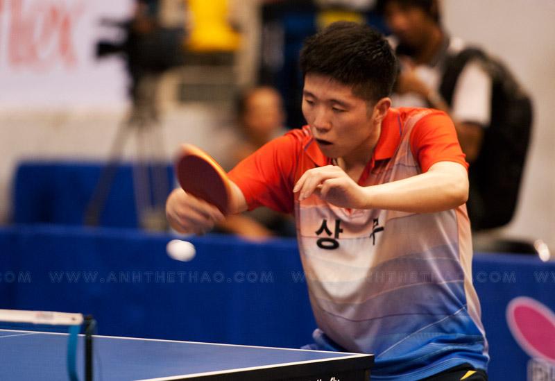 Tay vợt Lee Jin Kwon