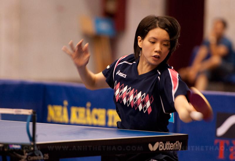 Tay vợt Narumoto Ayami chơi rất tự tin