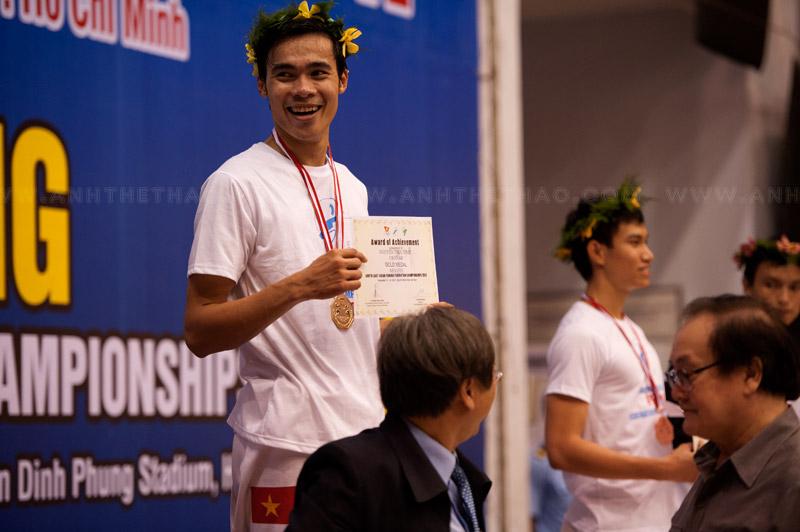 Nguyễn Tiến Nhật dành huy chương vàng kiếm 3 cạnh nam