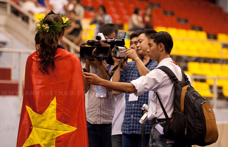 Tay kiếm nữ Nguyễn Thị Tươi trả lời phỏng vấn