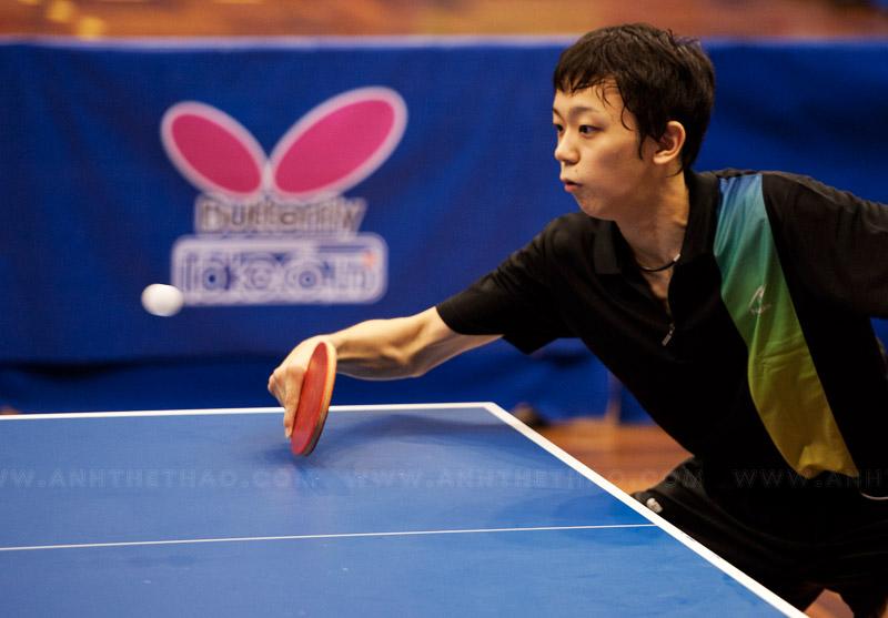 Tay vợt Takuya của Nhật