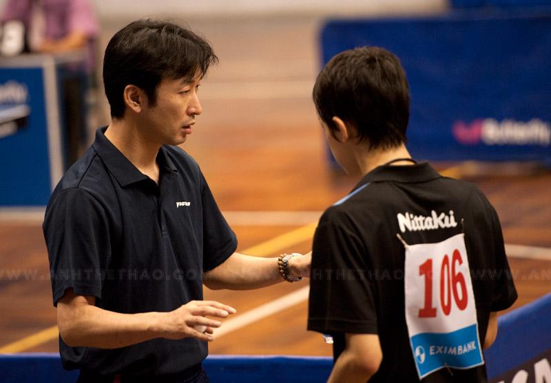 Tay vợt Takuya và HLV