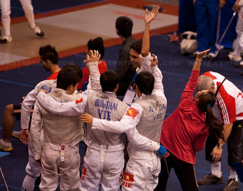 Dù thua trong trận này, các tay kiếm VN vẫn ăn mừng vì thành tích ấn tượng tại giải