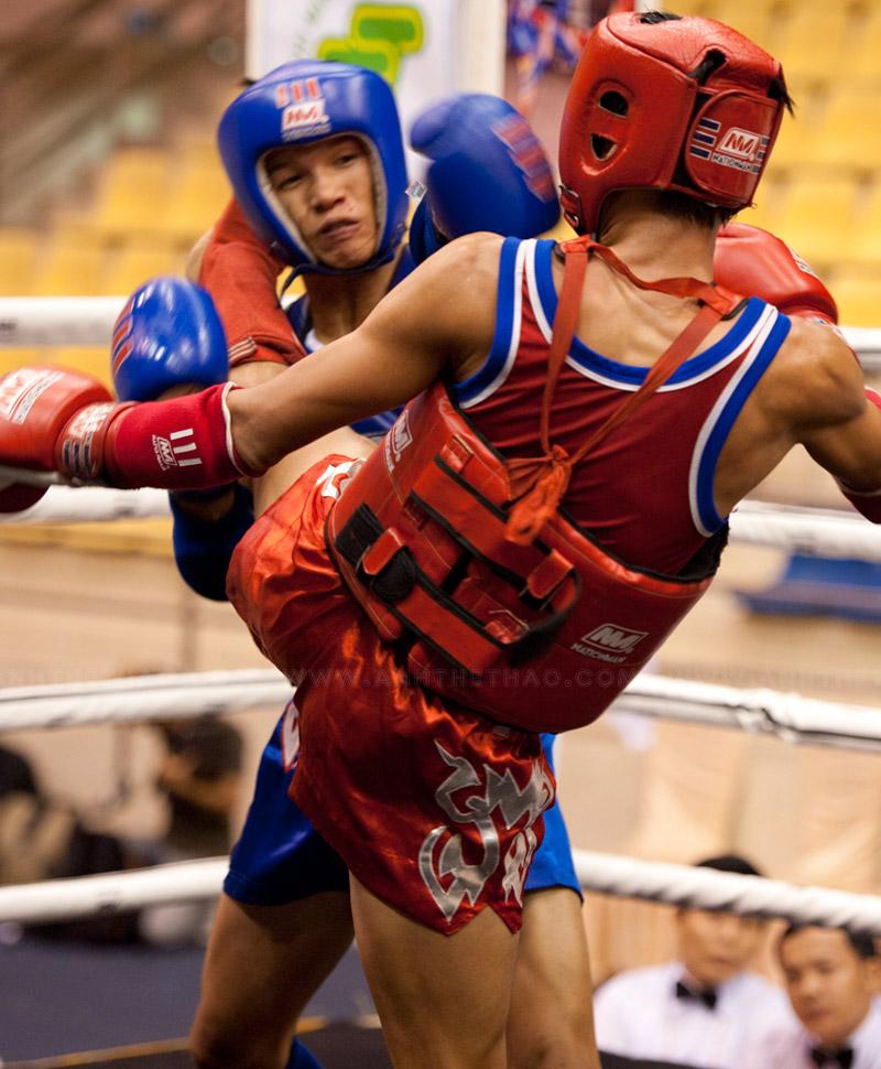 Lại một đòn chân của võ sĩ TPHCM