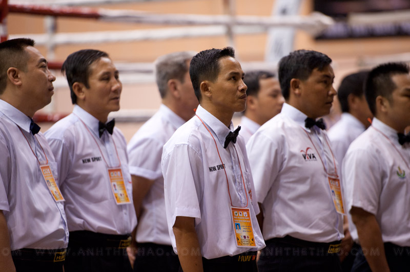 Các trọng tài trong lễ khai mạc Muay Thái 2012