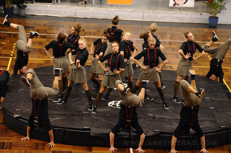 Tiết mục biểu diễn kết hợp vũ điệu hip hop của nhóm NDPT