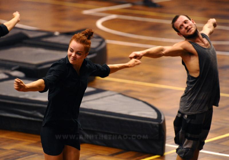 NDPT thể hiện các vũ điệu thật phóng khoán