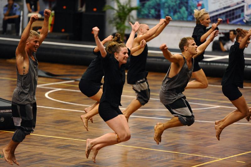 NDPT bài múa kết hợp vũ điệu đường phố