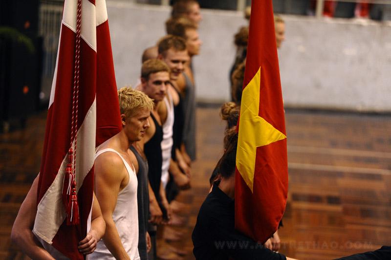 Là cờ Việt Nam và Thụy Điển thể hiện tình hữu nghị giữa 2 nước