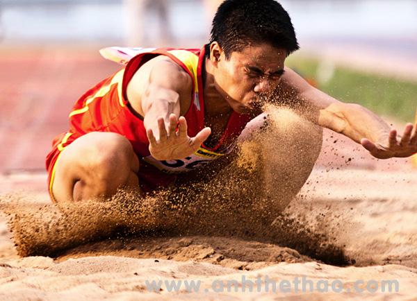 Nhảy hố cát - Ảnh thi đấu thể thao người khuyết tật toàn quốc 2012