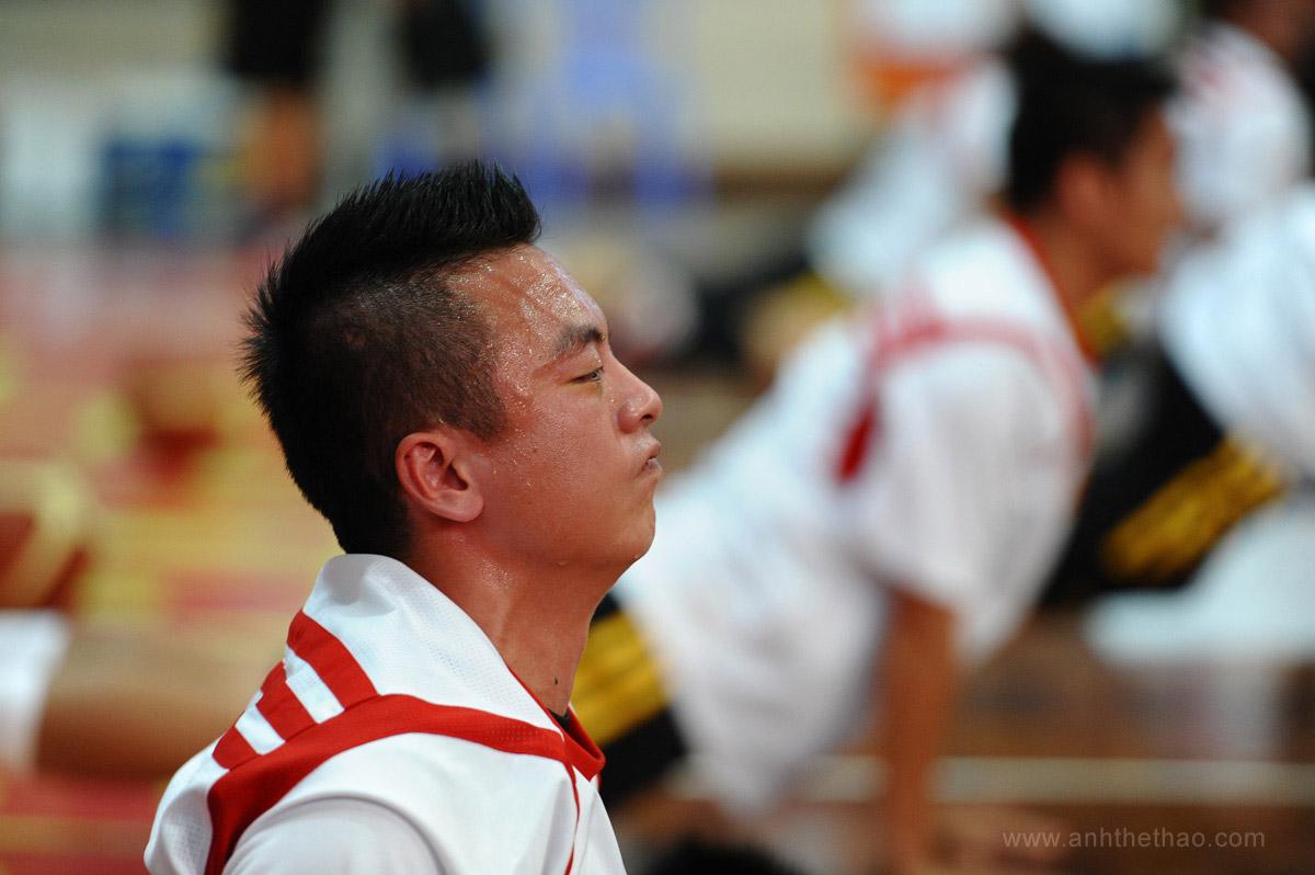 Saigon Heat khởi động trước trận đấu