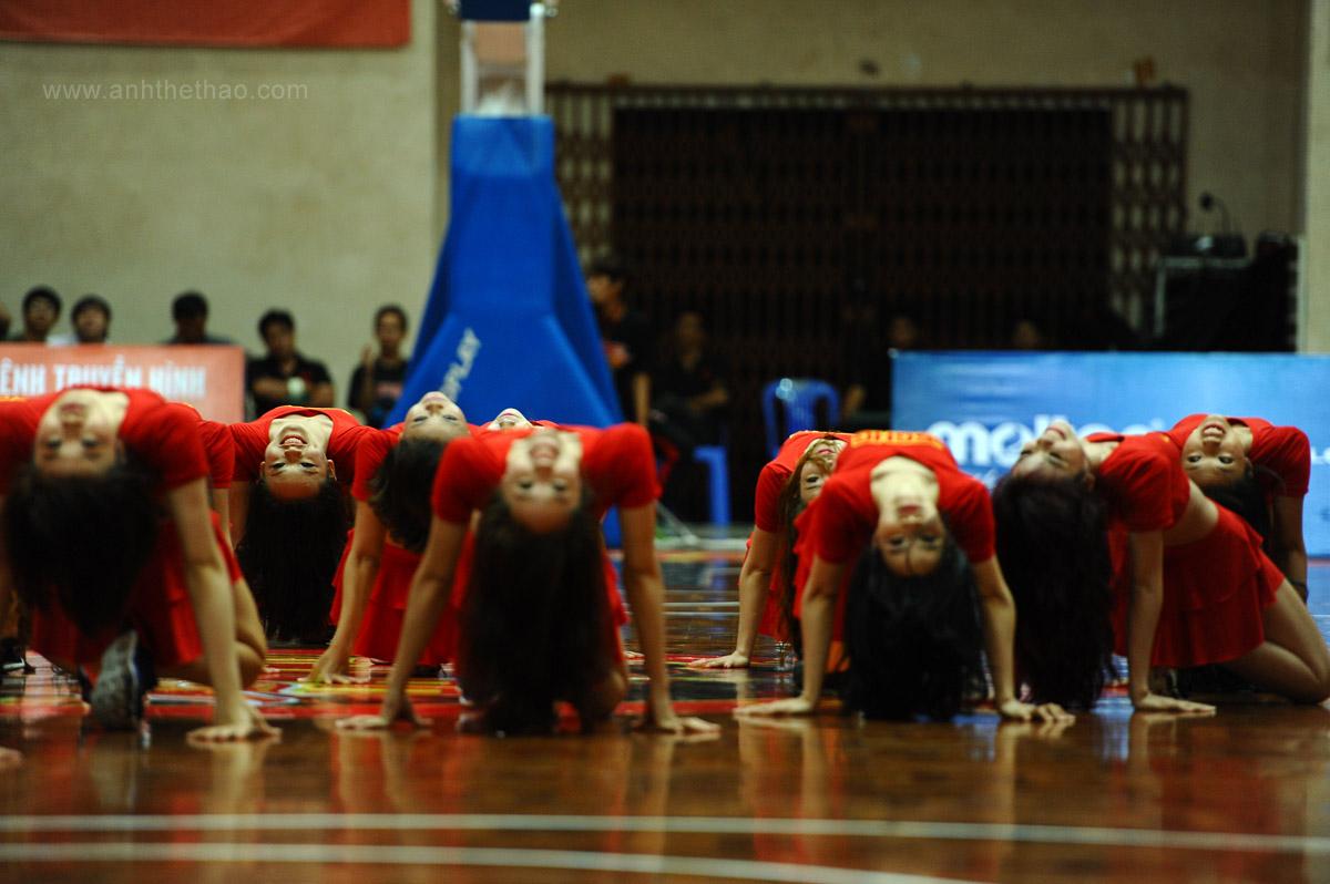 Màn biểu diễn trước trận đấu của Saigon Heat