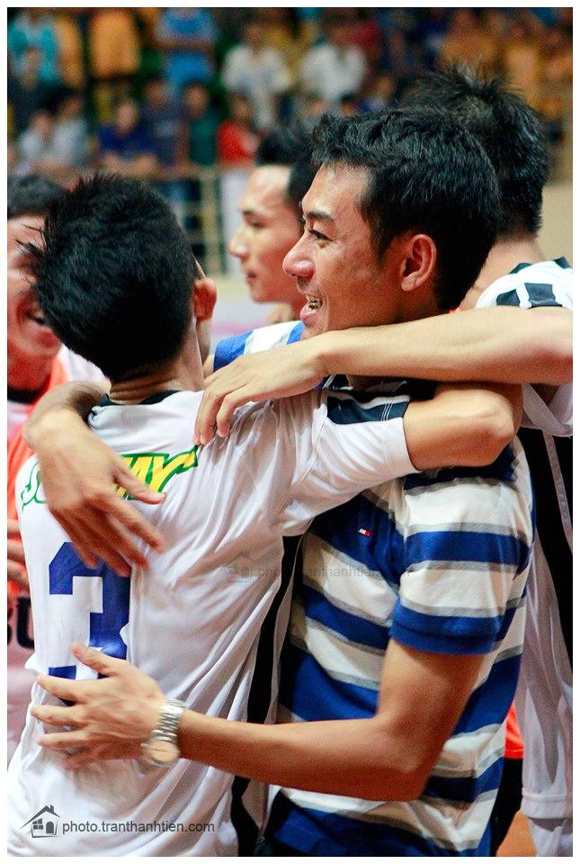 Niềm vui thầy trò sau chiến thắng!