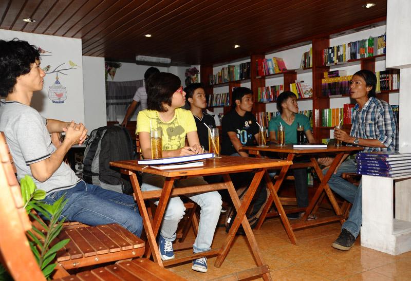 Chủ xị Trần Thành Tiến phổ biến nội dung chương trình
