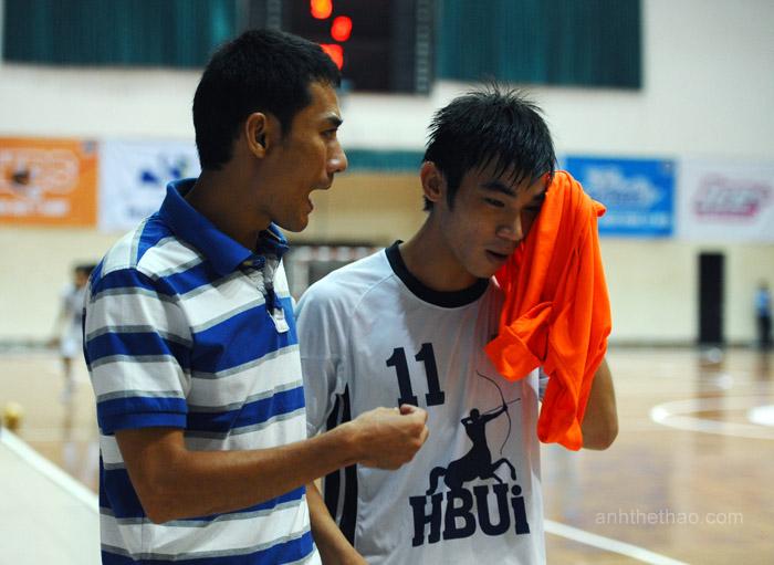 Huấn luyện viên đại học Hồng Bàng