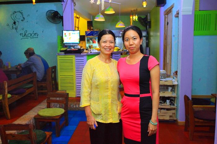 Bà chủ Quán Nhóon