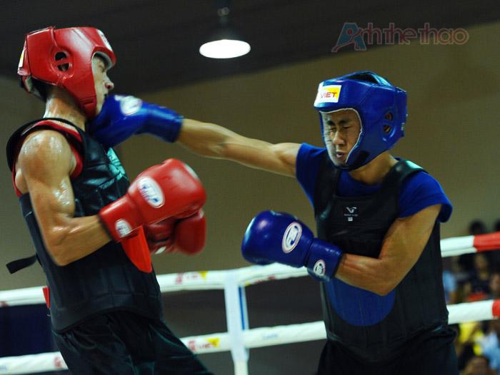 Phạm Bá Hợi (giáp đỏ) vs Trần Văn Trung (giáp xanh)