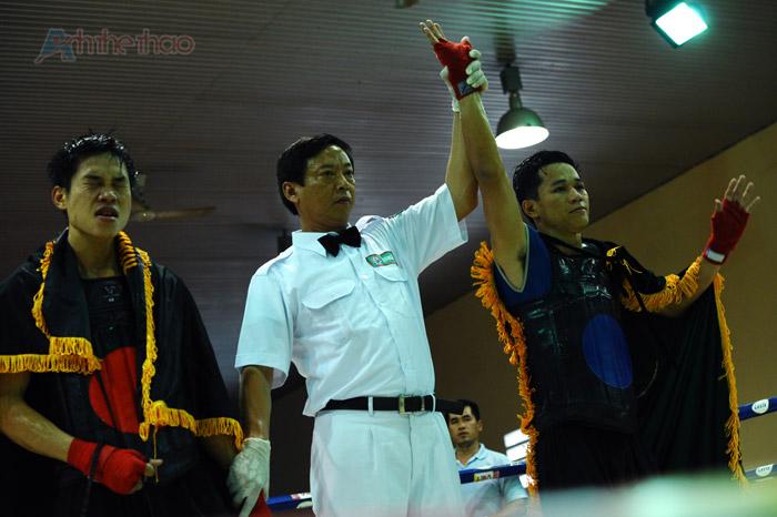 Võ sĩ Huỳnh Đỗ Long Bình dành chiến thắng