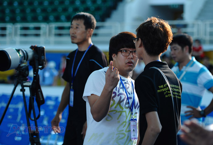 Một người Hàn Quốc không cho phép chúng tôi ghi hình cuộc tranh cãi