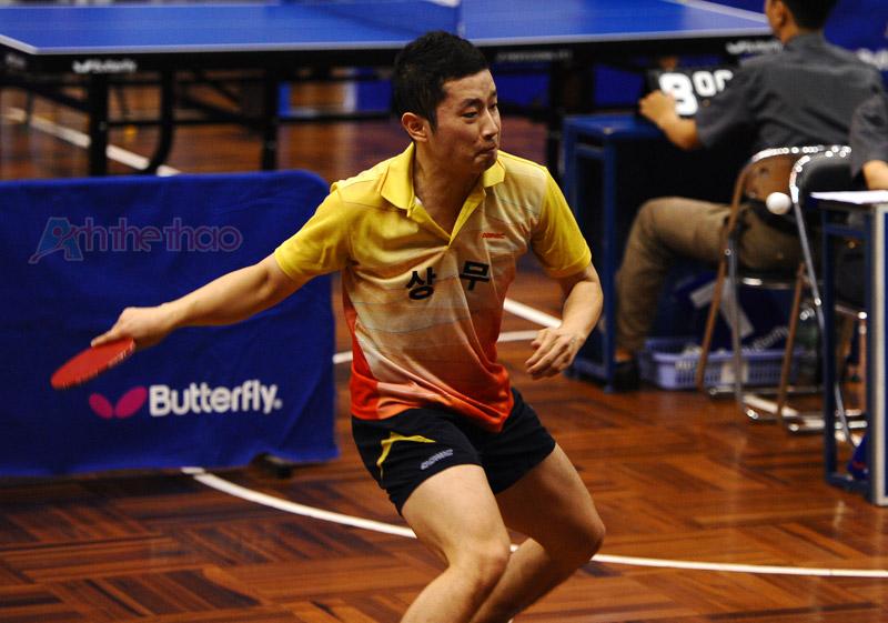 Nét mặt căng thẳng của tay vợt Hàn
