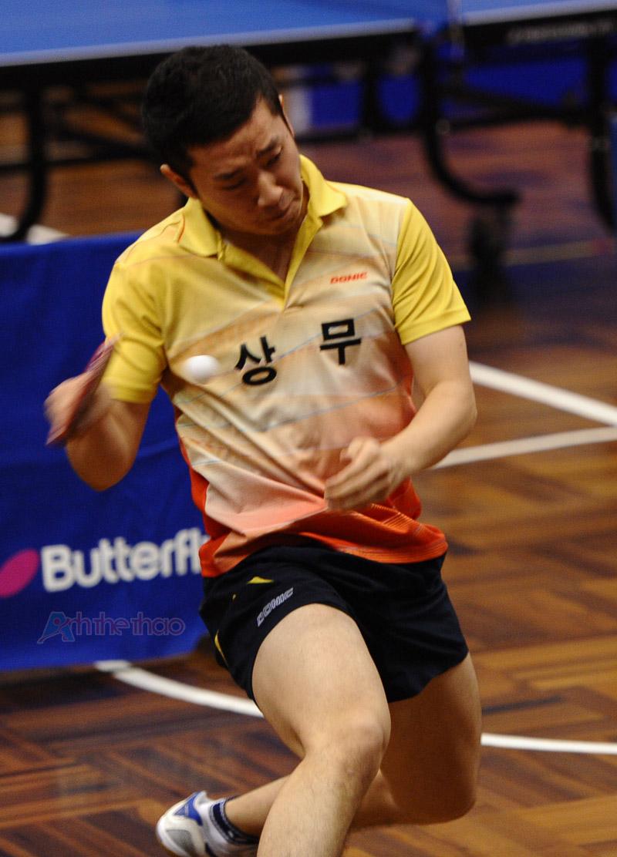 Tay vợt Hàn Quốc - Vòng tròn đơn Nam