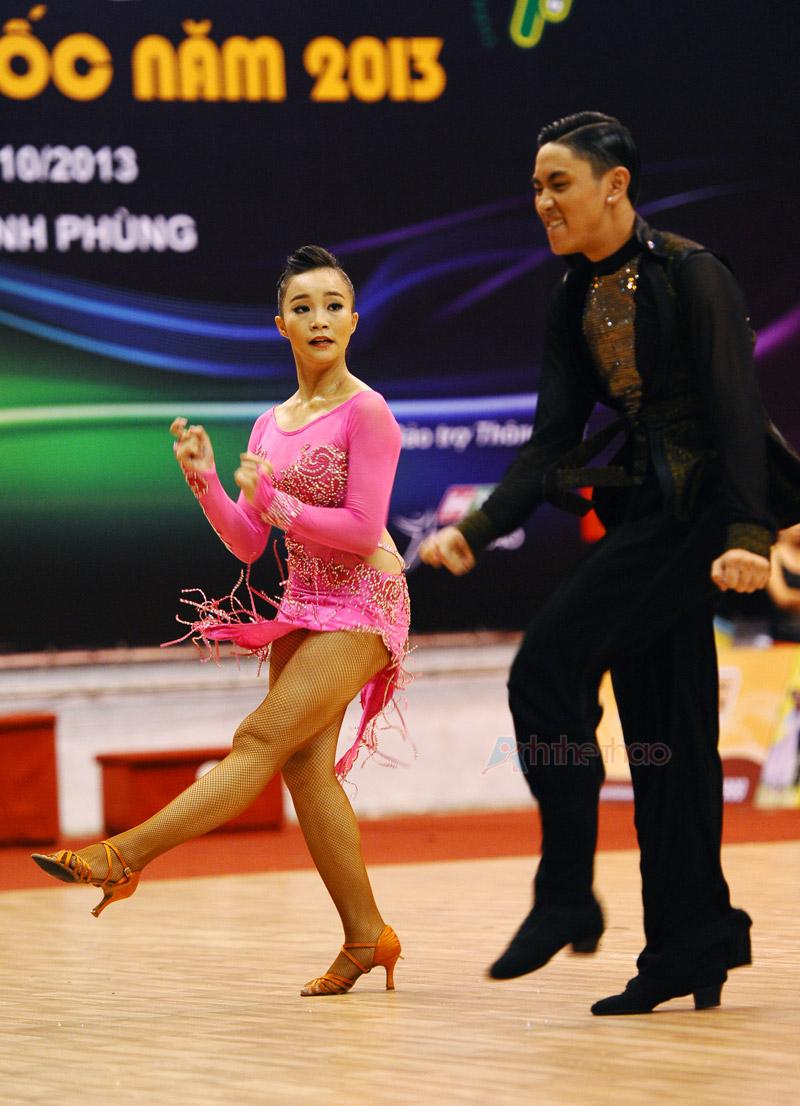 Cặp VĐV đoạt Giải 2 với vũ điệu Latin - Giải khiêu vũ thể thao toàn quốc 2013