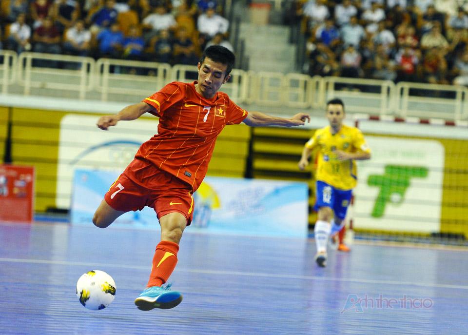 Pha bóng đẹp mắt của cầu thủ Phùng Trọng Luân