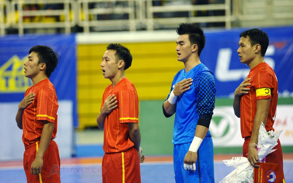 Đội tuyển Việt Nam hát quốc ca