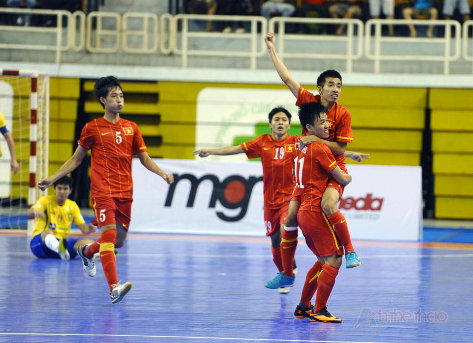 Việt Nam vui mừng sau khi mở tỉ số