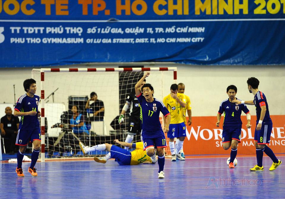 Tuyển Nhật vui mừng khi ghi được bàn thắng vào cuối hiệp 2